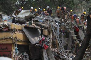 CIUDAD DE MÉXICO., 26SEPTIEMBRE2017.-Continuan con el retiro de escombros del multifamiliar que colapso tras el sismo del pasado 19 de Septiembre. Personal de la Marina, Ejercito Méxicano y Policia Federal mantiene acordonado la zona de obras. FOTO: SAÚL LÓPEZ /CUARTOSCURO.COM