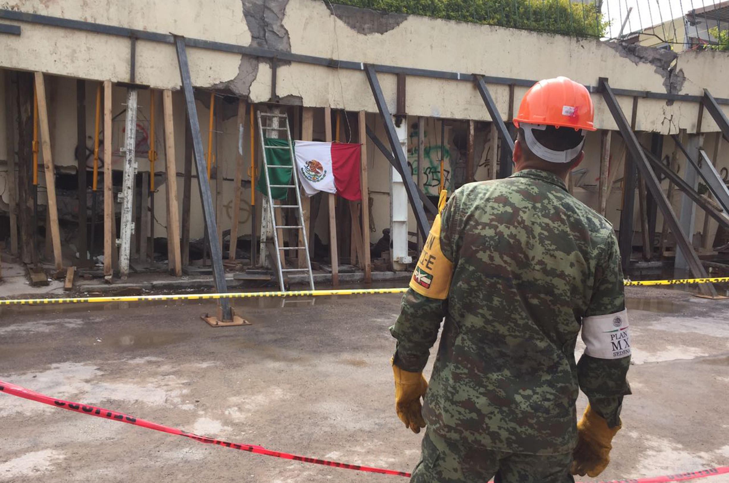 70923082. México, 23Sep 2017 (Notimex-Alejandro Espinosa).- Aspectos del colegio Enrique Rebsamén, el cual colapso el 19 de septiembre por el sismo de 7.1 grados Richter. NOTIMEX/ALEJANDRO ESPINOSA/AER/DIS/SISMO17