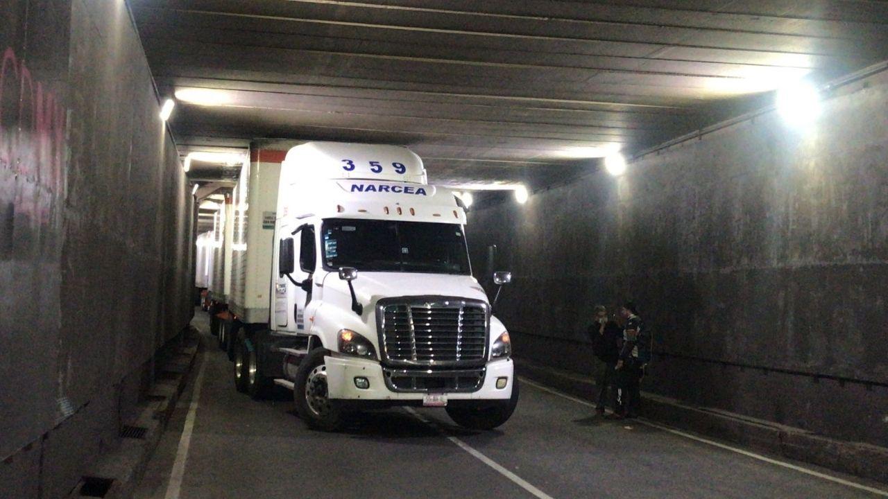 trailer-atorado-puente-avenida-chapultepec-insurgentes